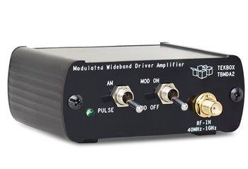 Tekbox TBMDA2 Breitband HF Verstärker 10 MHz bis 1,5 GHz, max. 0,5 W, mit 1 kHz AM / Puls Modulation, zum Test der Störfestigkeit elektronischer Schaltungen